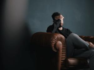 Wie Männer Trennung verarbeiten & bereuen: Wissen & Tipps